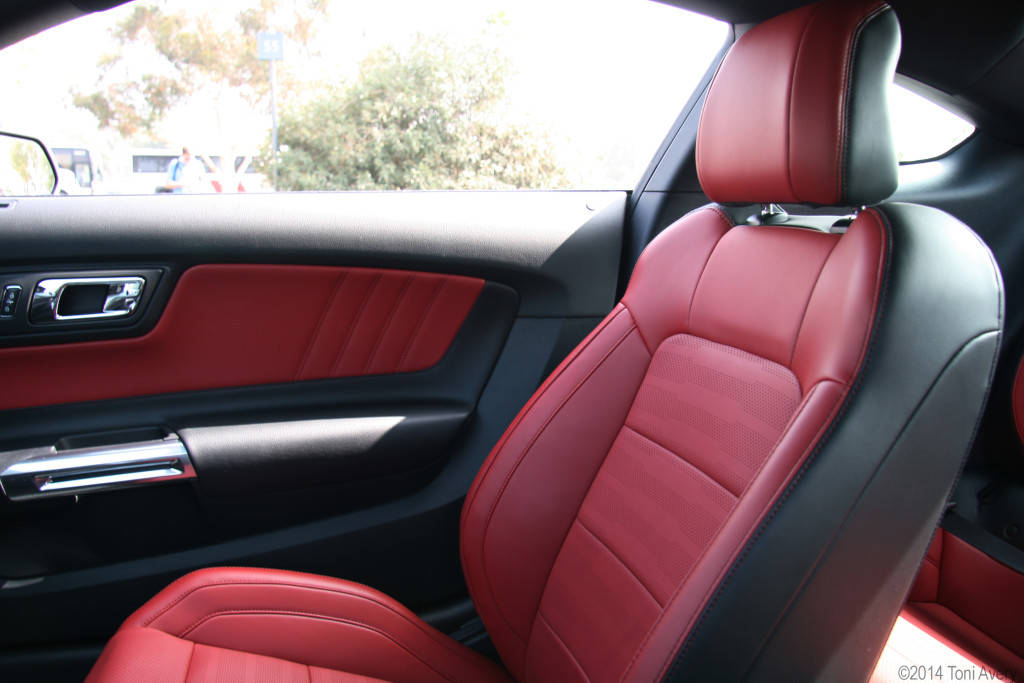 2014 bmw m4 vs 2014 mustang autos post. Black Bedroom Furniture Sets. Home Design Ideas