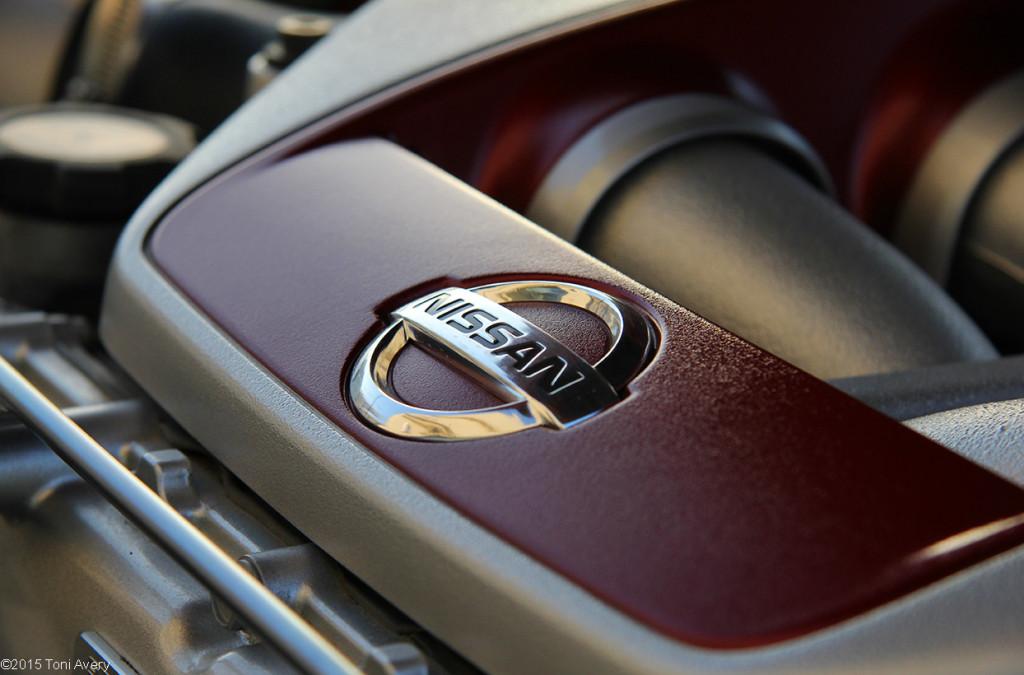 2015 Nissan GT-R engine detail
