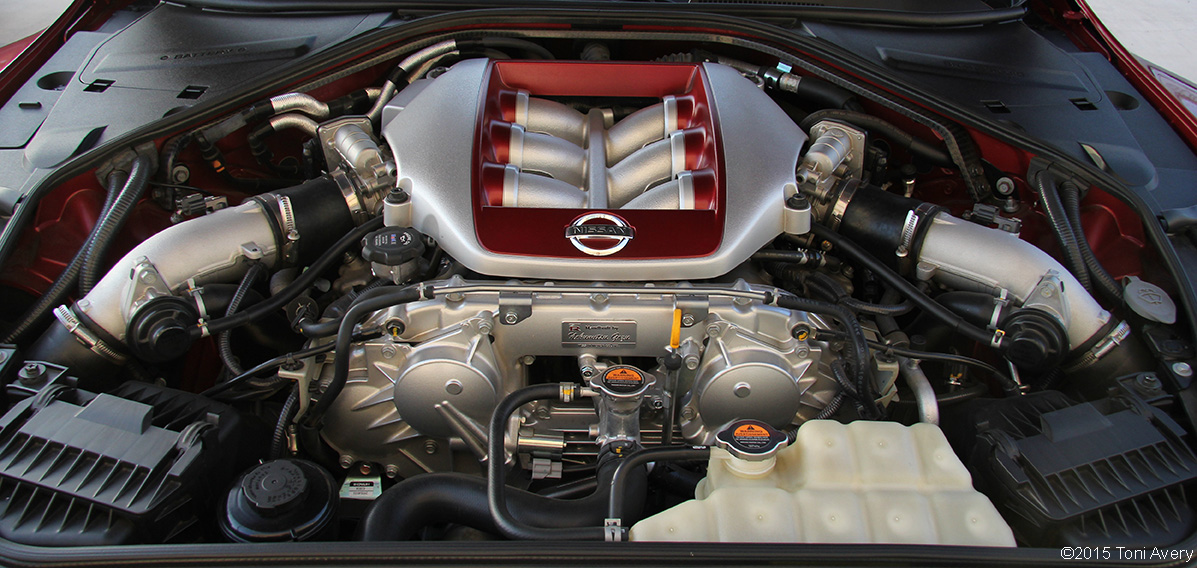 GirlsDriveFastToo | 2015 Nissan GT-R engine