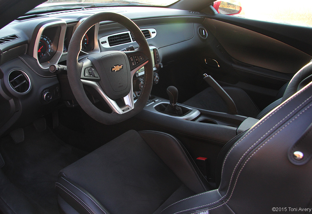 GirlsDriveFastToo | 2015 Chevrolet Camaro SS 1LE Review