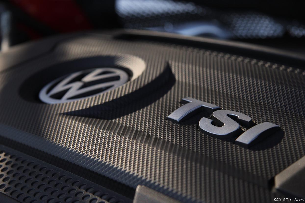 2016 Volkswagen Jetta GLI SE engine