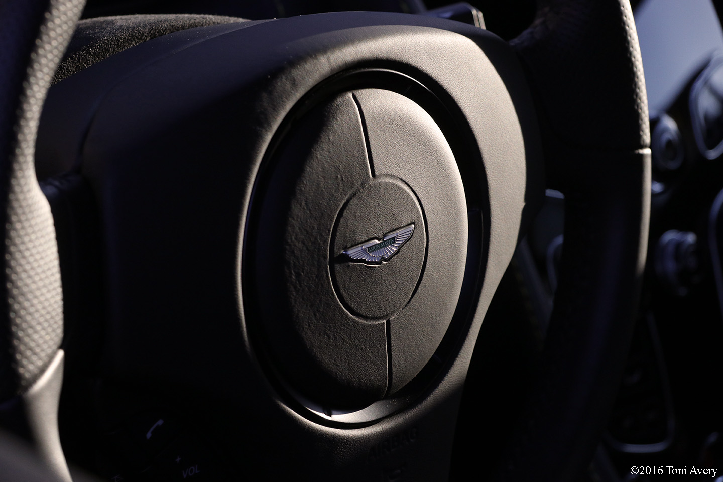 2016 Aston Martin Vantage GT steering wheel